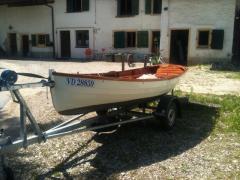 bateau à voile et avirons en bois